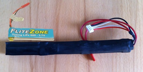 Flite-Zone Akku von Pichler 3,7 Volt, 600 mAh, 3 Stück hintereinander.