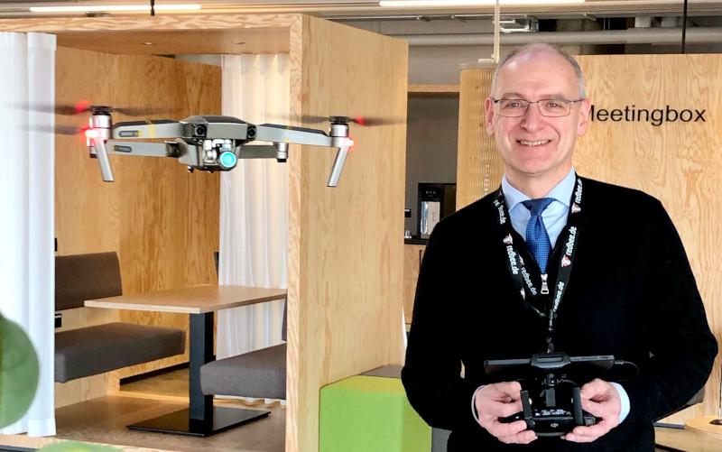 Hermann Hohenberger - Drohnenpilot indoor