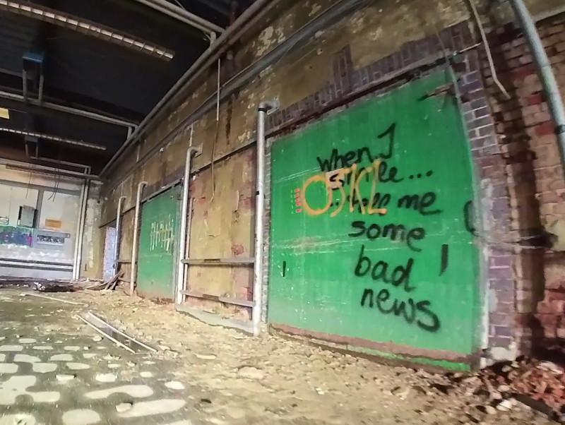 Sinnspruch aus dem lost place Video: when i smile...